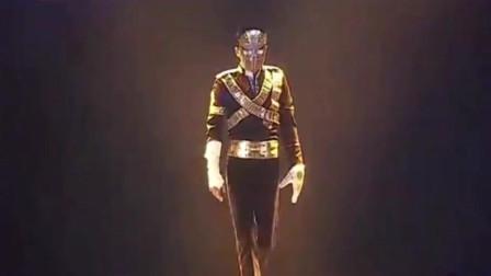 """一个堪比迈克尔杰克逊的人,当他摘下面具那刻全场都""""沸腾""""了!"""
