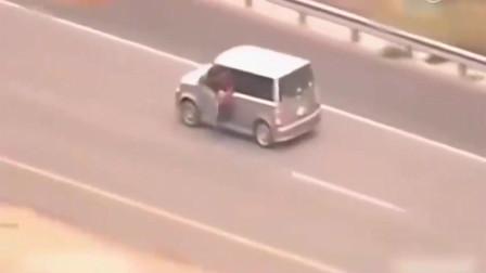 监控实拍: 路怒女司机单挑10辆警车, 这驾车技术已经出神入化