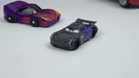 迷你特工队玩玩具:遥控赛车的比赛