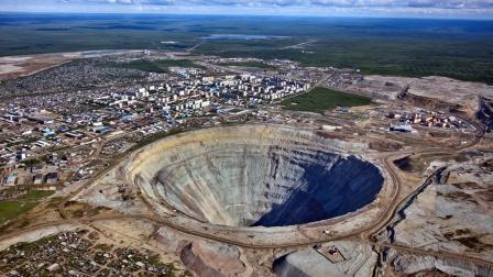 2020年世界上最深的矿坑Top3,全部都是金矿!