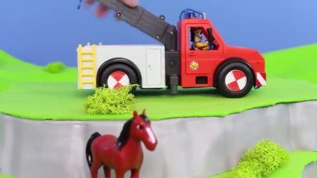 玩具卡车来救援红色小马