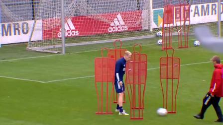 官方:曼联签下荷兰中场范德贝克 据悉转会费4000万英镑