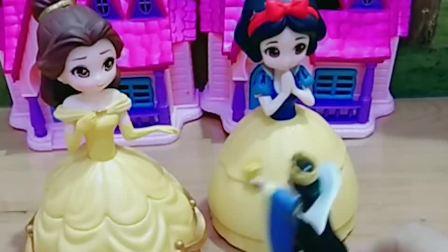 王后问贝儿和白雪中秋节有什么愿望,贝儿只记得吃和玩,你知道中秋节要干嘛呢