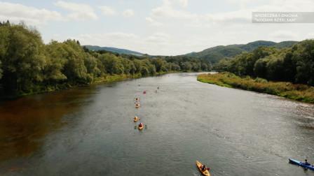 波兰沿桑河乘皮划艇,尽情放松,享受两岸风光