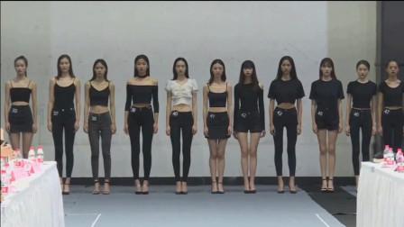 国际时装周模特大面试 看惯了性感妖娆的时装 还是平常衣服走步好看