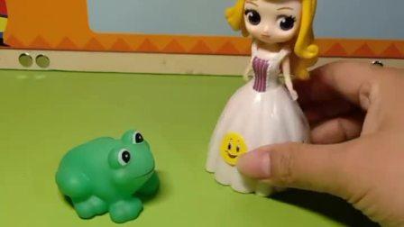 这个青蛙说是自己是王子,都没有公主愿意相信他,只有白雪相信他了