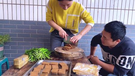 四川泸州:去地里割一把韭菜炒香干,再蒸2斤黄粑,凑合吃吧