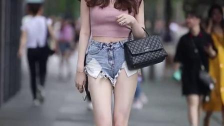 这种微胖的女生,应该是30岁以上男人都会喜欢的类型