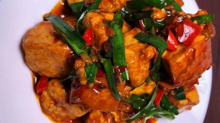 豆腐别做麻婆豆腐了,加一个鸡蛋,鲜香嫩滑,不等上桌就吃光了
