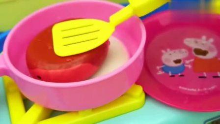 《宝宝巴士》小猪佩奇在家煮饭给自己吃,新鲜的番茄鸡蛋面真好吃