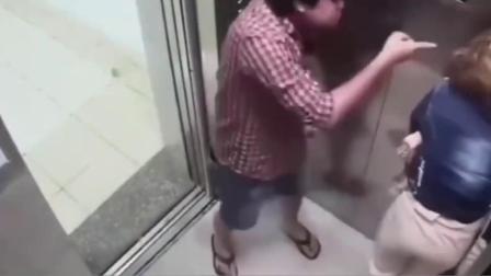 男子电梯对美女动手动脚,柔弱女子无力抵抗