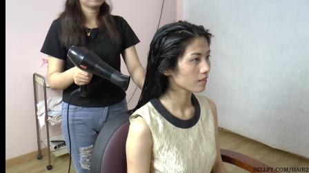 美女洗发展示剪超短发(1)