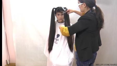 美女洗发展示剪超短发(3)
