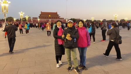 健康快乐彩视作品集:《北京之旅(三)》,2020年11月10日看升国旗、瞻仰毛主席遗容、游恭王府、天坛公园、大前门大街掠影。