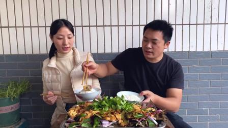 """四川泸州:小两口做一份""""折耳根豆花烤鱼"""",媳妇直夸比外头好吃"""