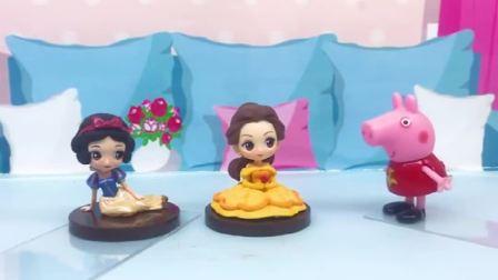 童话故事玩具:白雪公主和贝尔能做出满意的棒棒糖吗?小猪佩奇很着急