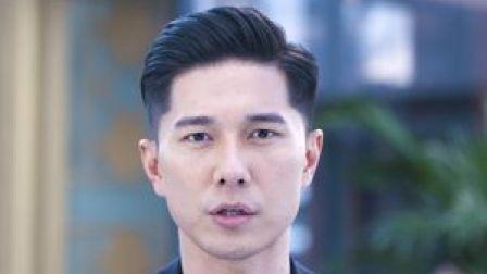 """一次彩排意外受伤,让台湾偶像团体""""可米小子""""失去了一名主唱。作为偶像的许君豪隐去了,一个新的热血牙医出现了。"""