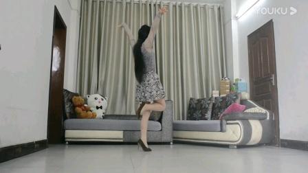 烛英广场舞《衣服撞色沙发窗帘 想做隐形姐姐》