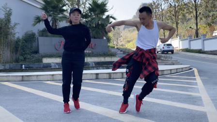 男女双人鬼步舞,跳起来更带劲,给你不一样的视觉冲击!