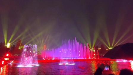 投资好几亿的西安大雁塔喷泉,现场人群好吓人,亚洲第一果然震撼