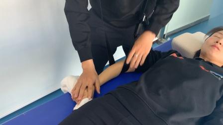 桃子老师演示网球肘的Mulligan关节松动术