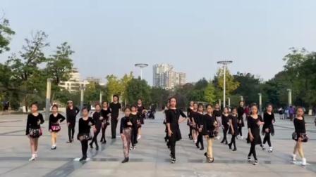 广场上的舞蹈1