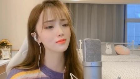 美女一首《听心》,独特的嗓音唱的太好听了,不愧是经典歌曲