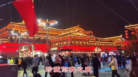 广东丈母娘逛大唐不夜城,被人群吓到,和想象的黄土高坡太不一样