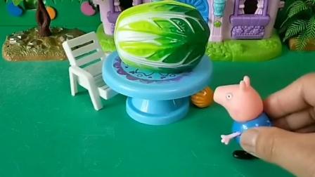 乔治的糖掉到桌子下了,乔治去桌子下捡了,结果猪妈妈这时来了!