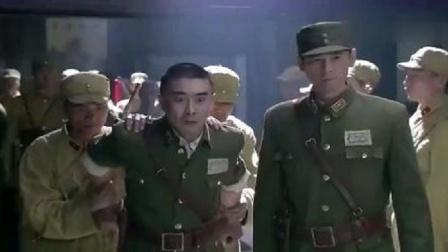 影视:叛徒刚当上师长,就对新四军下手,不料副官大怒一枪毙了他