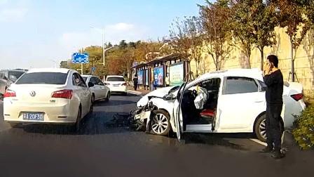 交通事故合集:路口转弯不让直行车,教训来得太快了