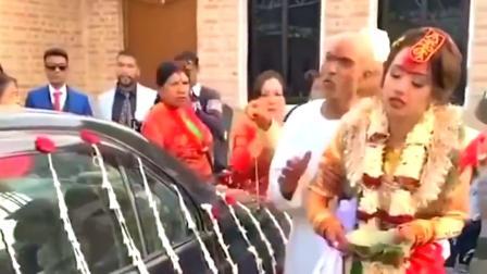 非常时期的印度结婚仪式,怎么看,新娘快站不住了