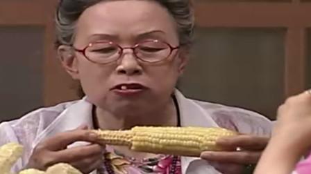 传闻中的七公主:母女俩啃玉米太独特,别人都是吃一根,她们吃的是一堆