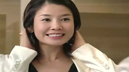 传闻中的七公主:雪七打扮成美女,换下军装,真的是长得漂亮还优雅知性
