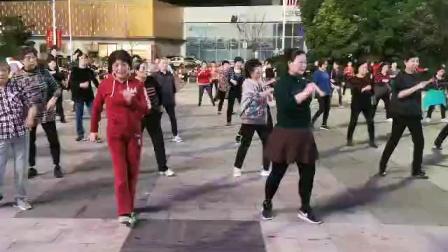 (28)广场舞《不过人间》万达广场。徐淡吟老师🌹🌴💄💐