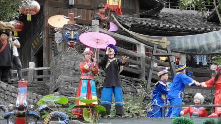 三峡人家土家幺妹的白蛇舞,真是婀娜多姿呢