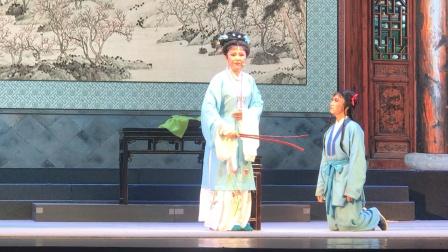 宜兴市锡剧团倾情演绎大戏《状元与乞丐》第三场《管龙纵凤》由国家一级演员王凤华老师扮演柳氏。精堪的演技,扎实的唱功博得了现场观众雷鸣般的掌声👏