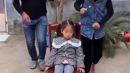 美丽的童年:一家人玩得好嗨呀,幸福的一家人