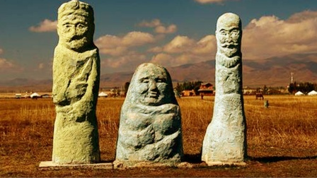 新疆未解之谜:怪异的阿尔卡特石人