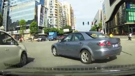 行车记录仪:路怒症!马自达女司机开车真随意,我鸣笛警告也无效,难道还要女士优先?