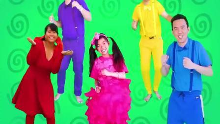 美国时尚儿童:小萝莉跟爸爸妈妈玩才艺表演,很开心
