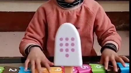 亲子游戏:小萌娃我这三号雪糕的衣服呢