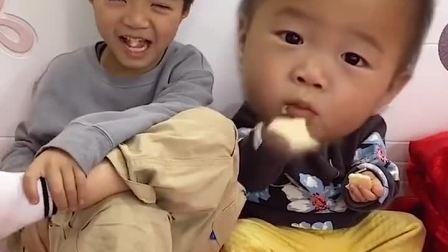 亲子游戏:我没有抢弟弟零食!