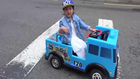 美国时尚儿童:小萝莉自己动手修理玩具车,真棒