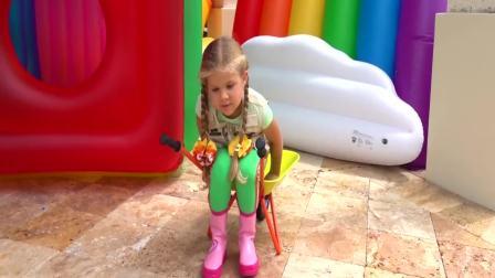 美国时尚儿童:小萝莉开挖机运输香蕉,真有趣呀