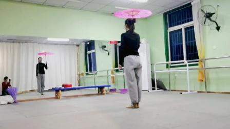 古典舞青蛇视频分解动作四,阜阳艺路舞蹈学校提供。