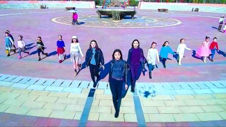 模特走秀!往这看!久舞度舞蹈培训中心教师学员超气质走秀!