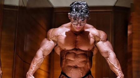 他是中国版施瓦辛格,肌肉维度大的吓人,被称为第一巨兽
