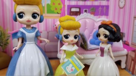 白雪公主故事 灰姑娘能找到白雪的本子,她就好好整理房间哟