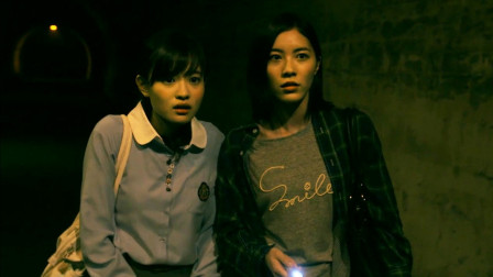最后一个恐怖故事,两个女孩胆子大,硬要走传言闹过鬼的隧道